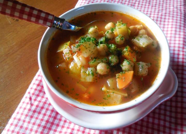 Soupe de légumes aux poischiches