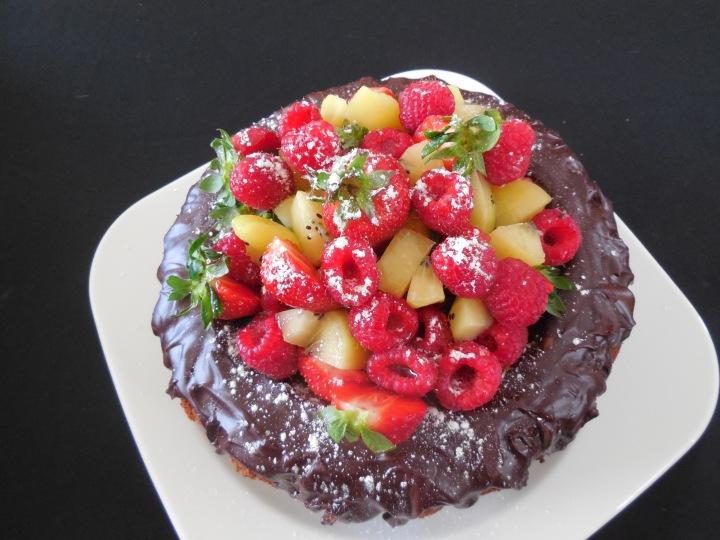 Gâteau au yaourt, chantilly et fruitsrouges