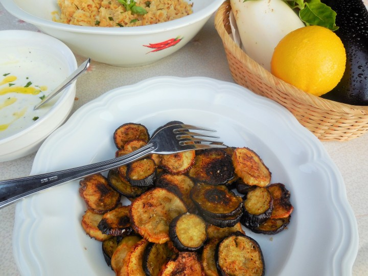 aubergines-roties-pois-chiche-sauce-yaourt (7)