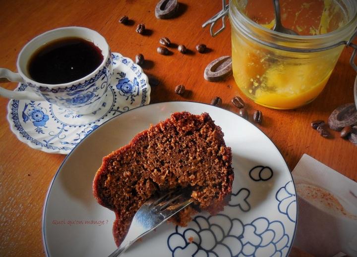 Gâteau épicé au café, coulis de chocolat Caraïbe