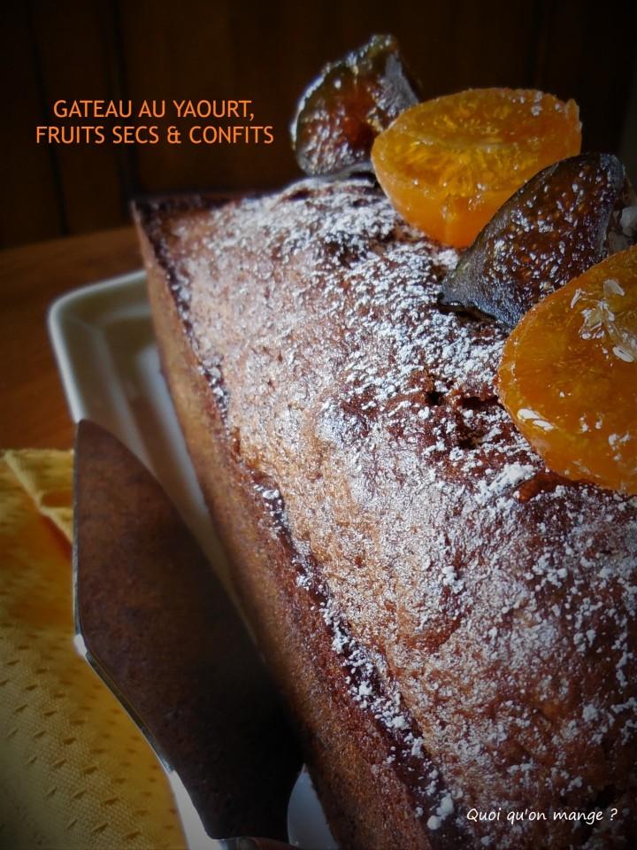 Gâteau au yaourt, fruits secs & confits