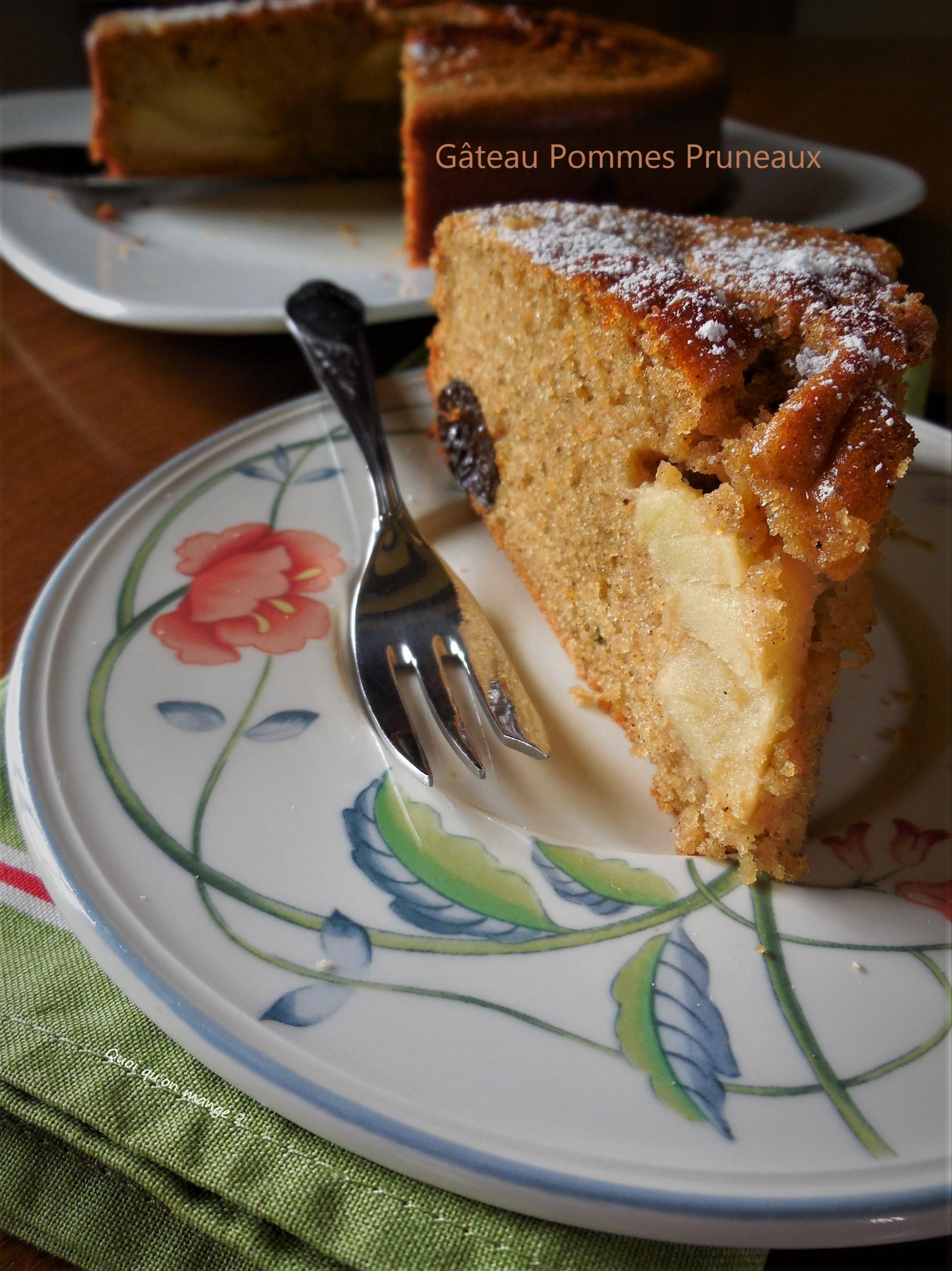 Gâteau pommes pruneaux pour goûter pluvieux