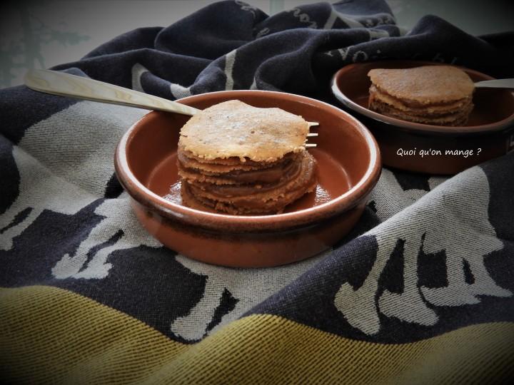Mini gâteau de crêpes farci de caramel au beurresalé