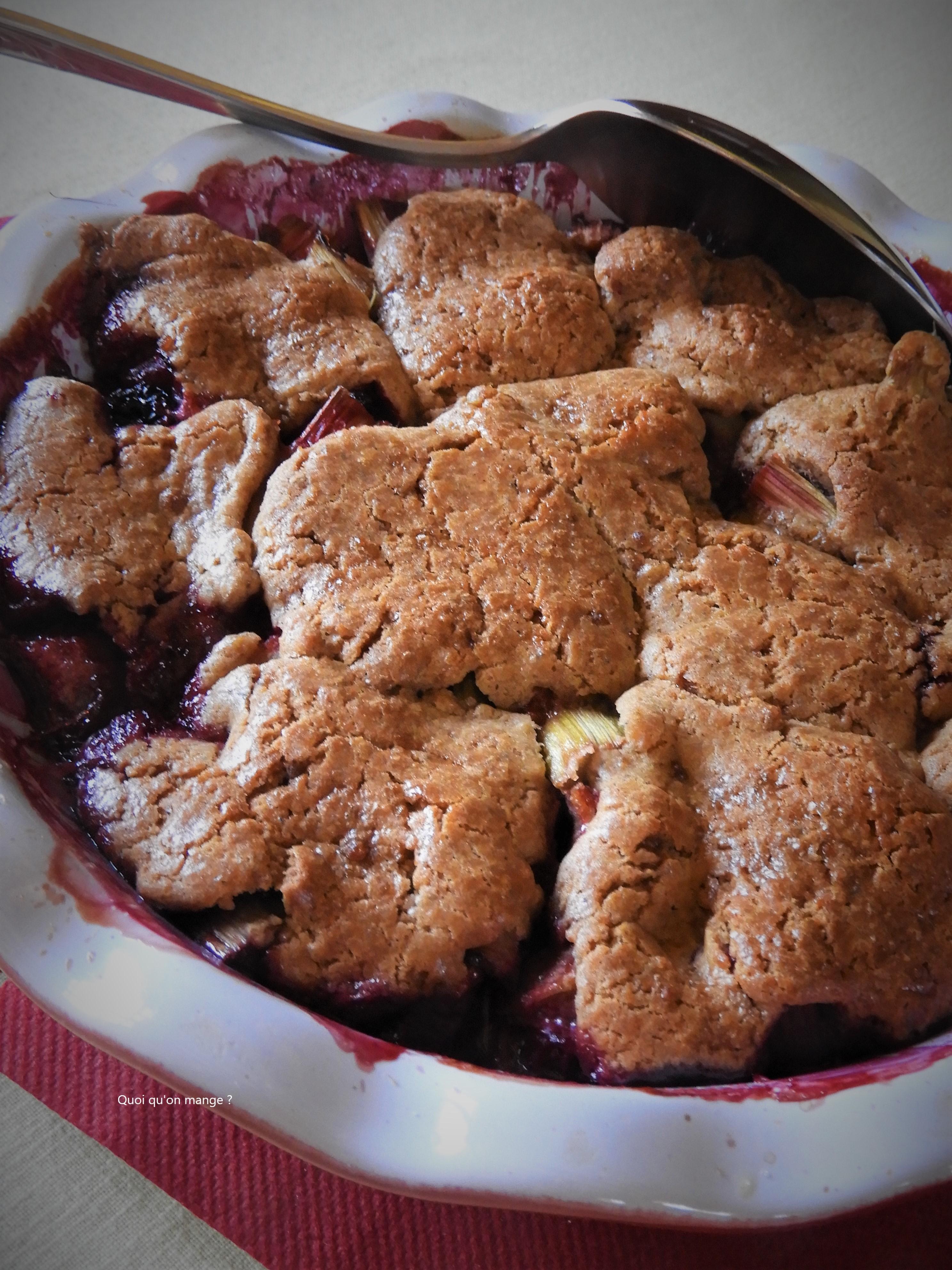 Gâteau rustique rhubarbe et cassis, comme un pandowdy