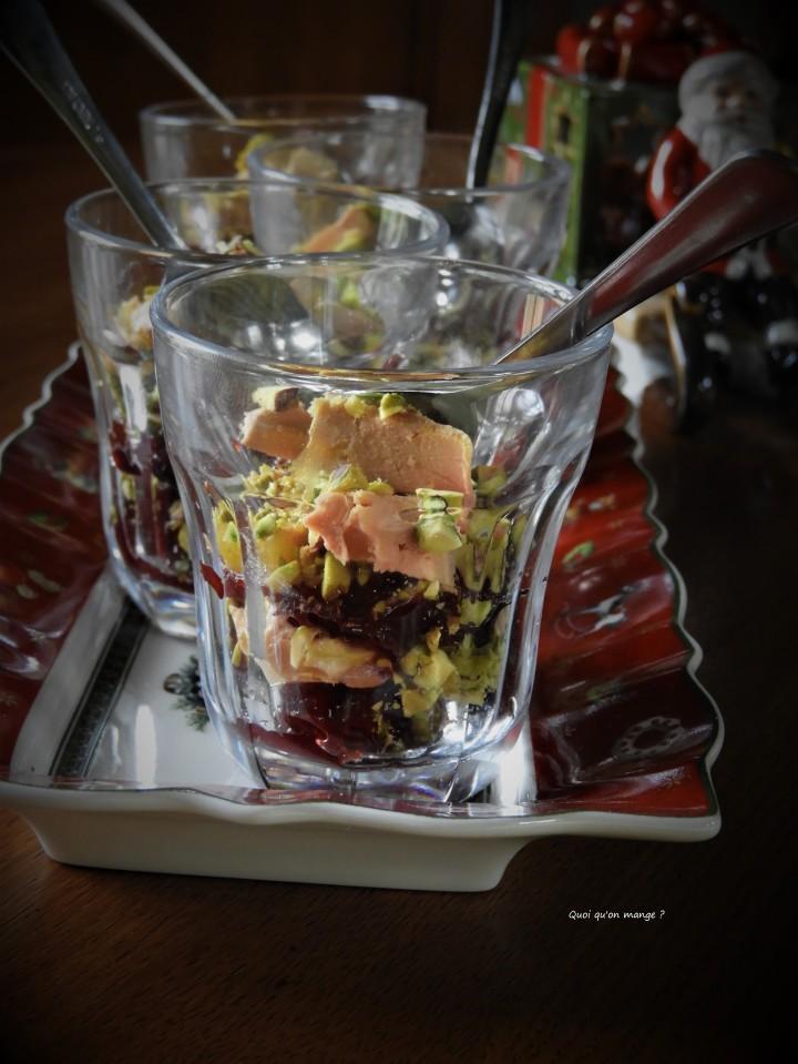 Verrines de foie gras, canneberges et pistaches