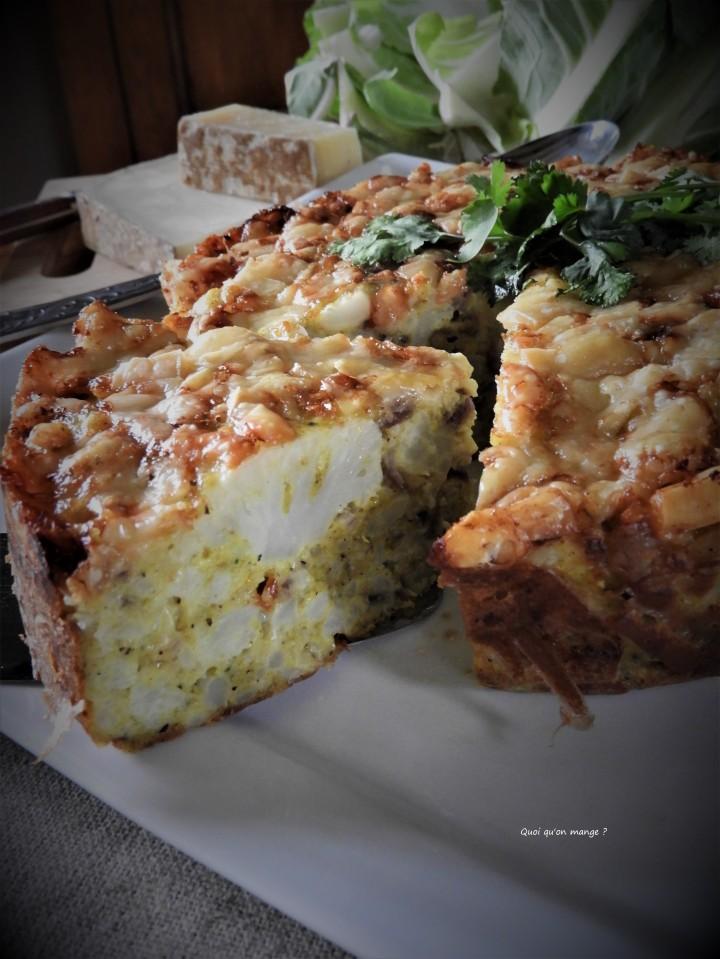 Gâteau de chou-fleur au fromage et oignons rouges caramélisés