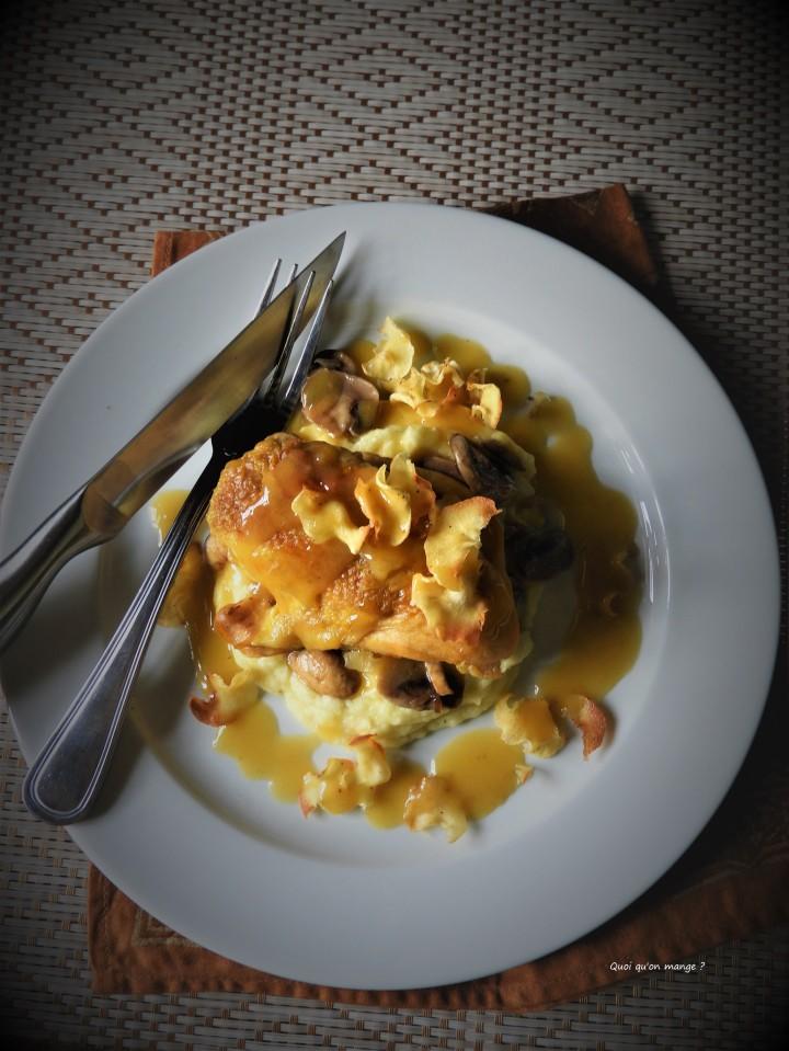 Suprême de poulet, mousseline et chips de panais, réduction de sauce aubeurre