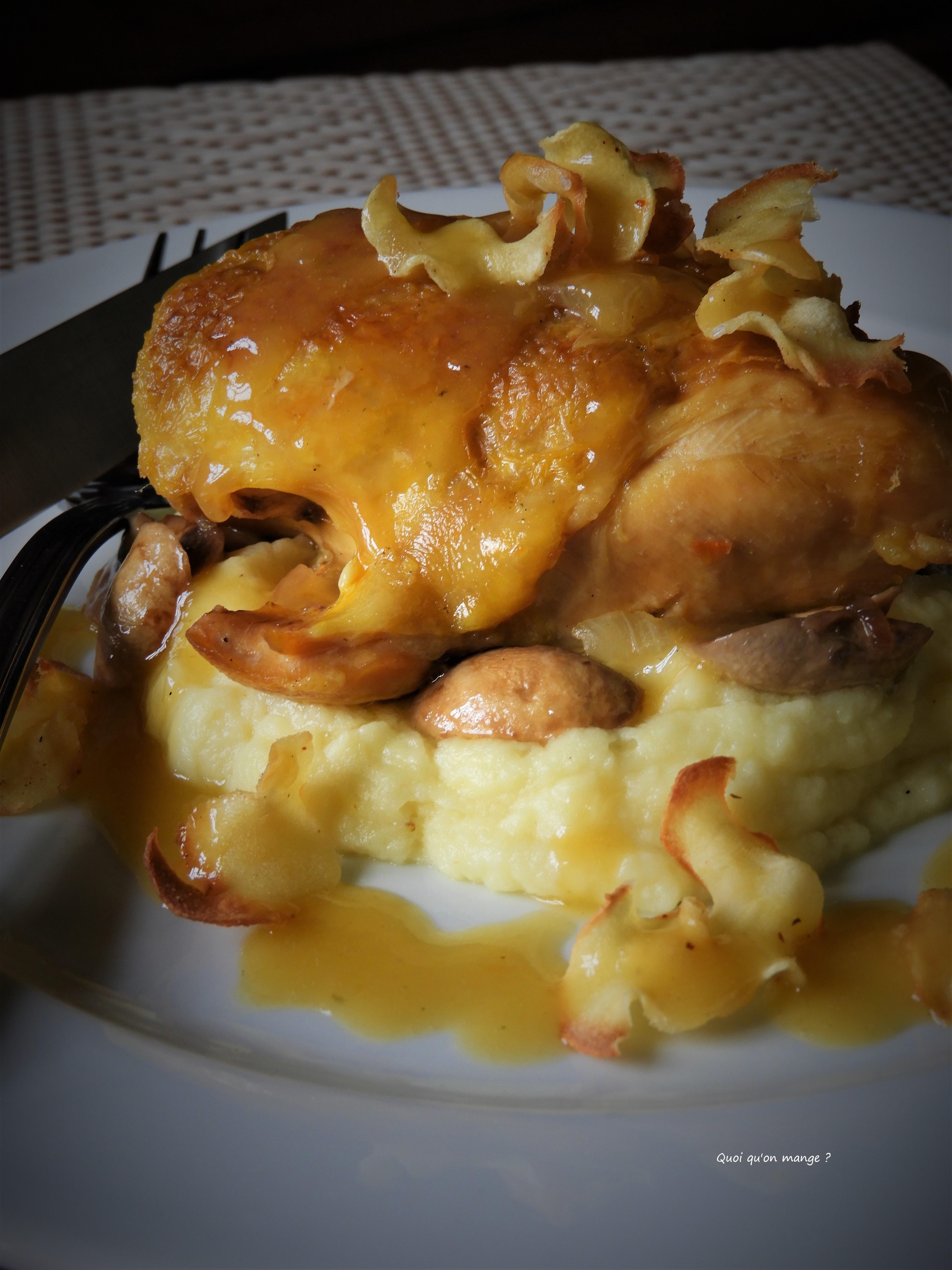 Suprême de poulet, mousseline et chips de panais, réduction de sauce au beurre