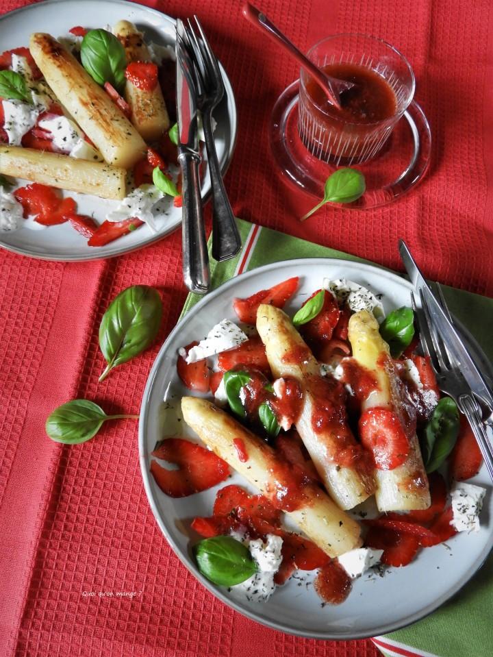 Asperges aux fraises, mozzarella etbasilic