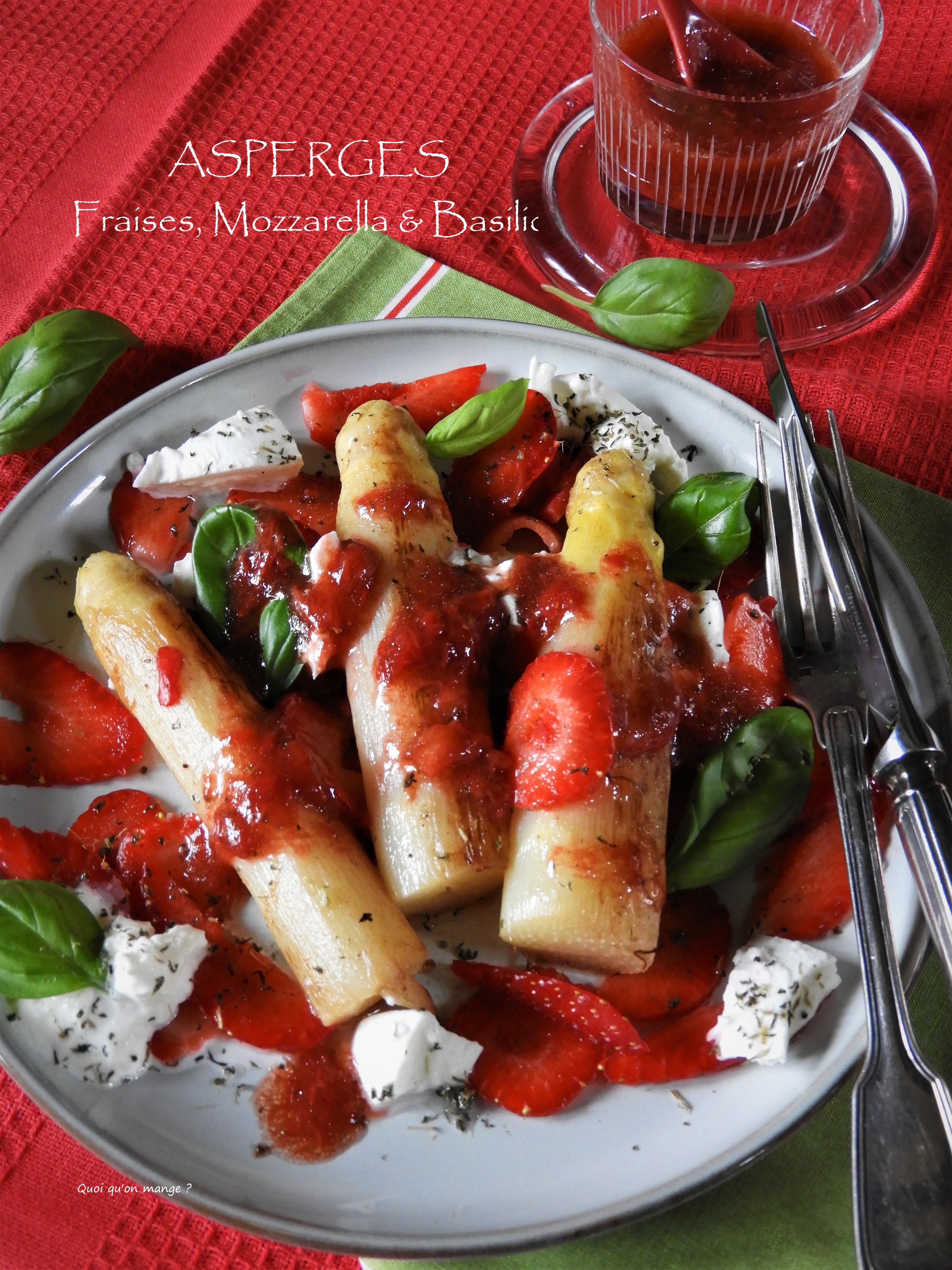Asperges aux fraises, mozzarella et basilic
