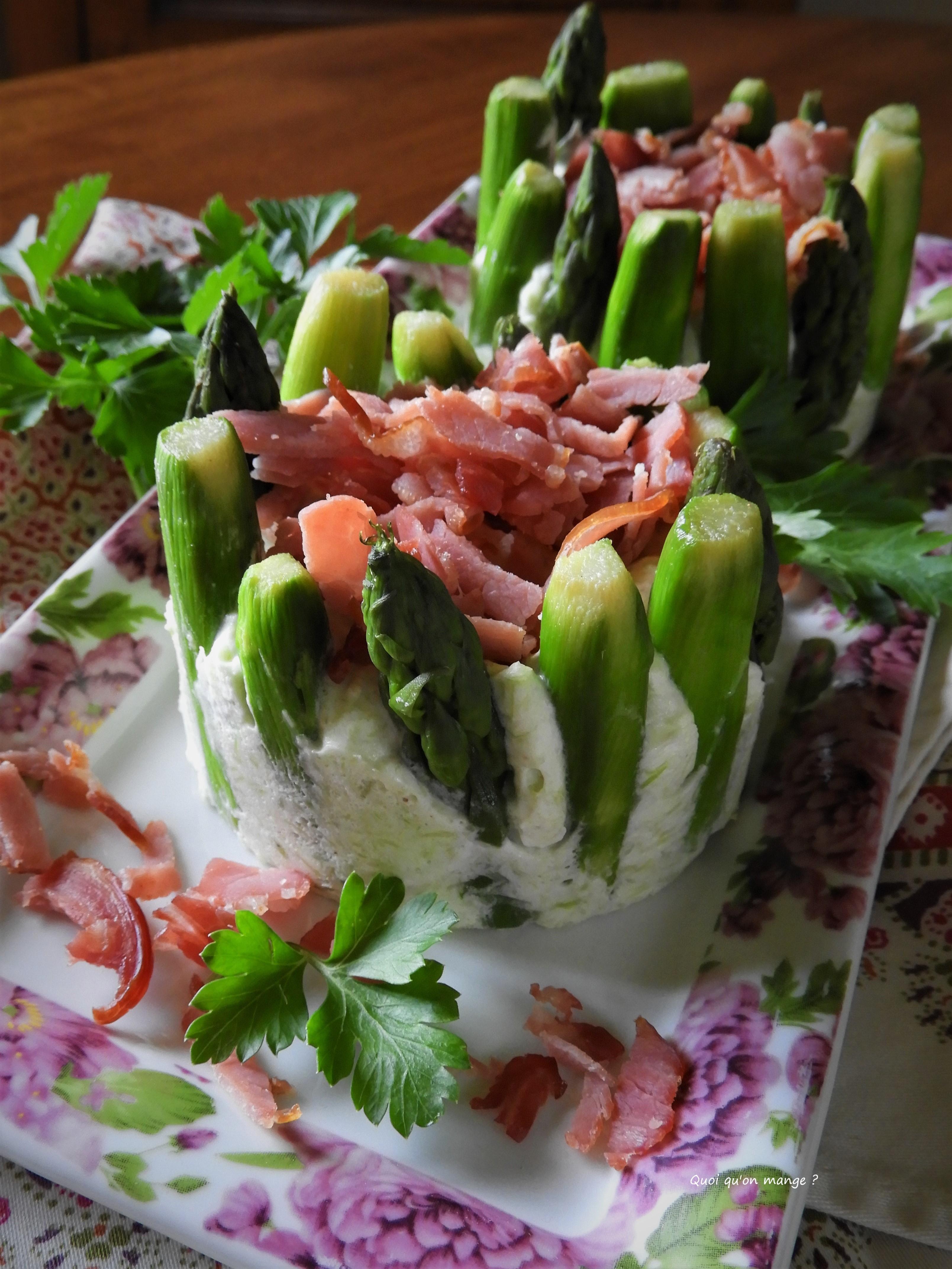Charlotte aux asperges vertes et bacon grillé
