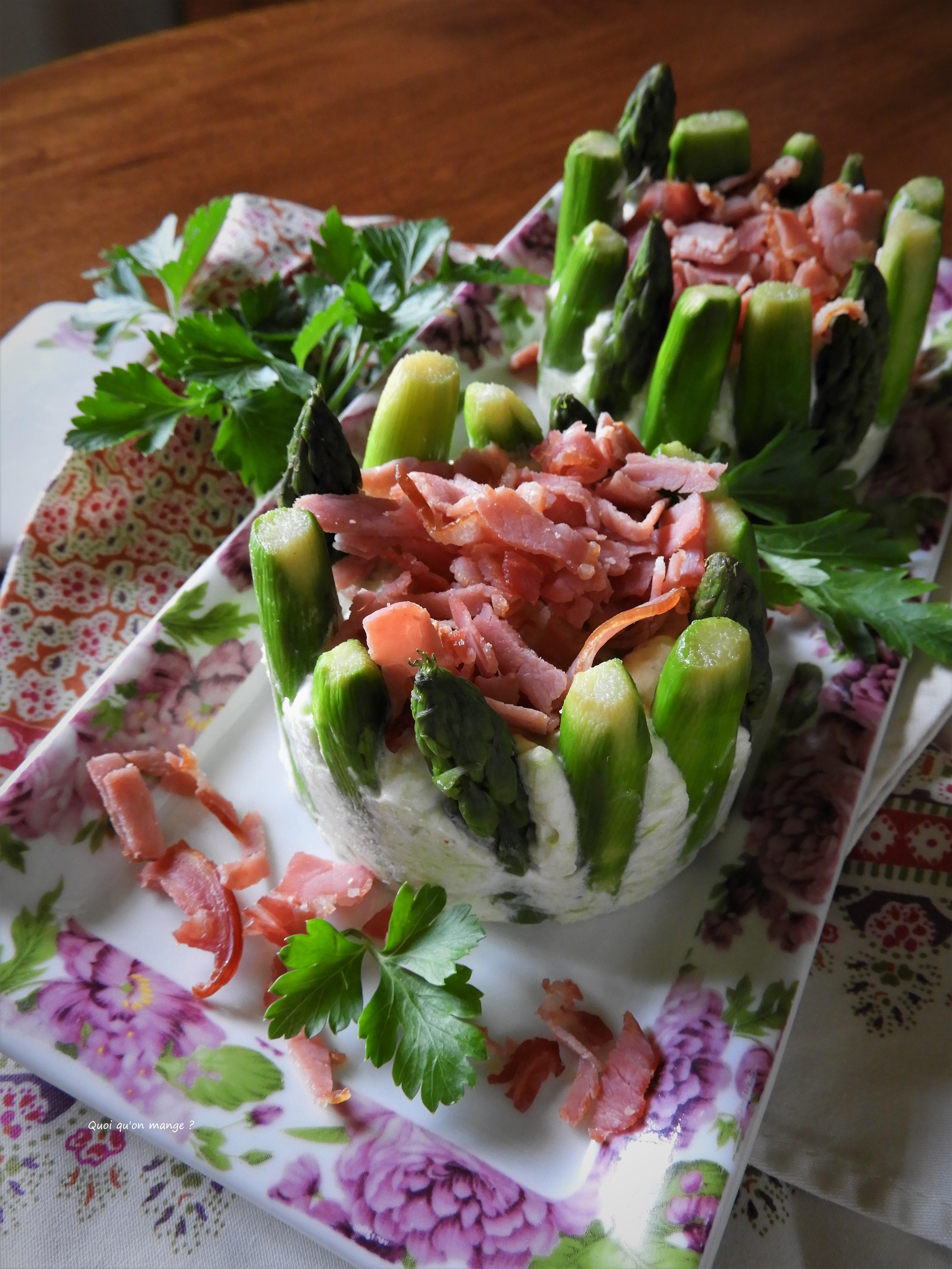 Charlotte d'asperges vertes au bacon grillé