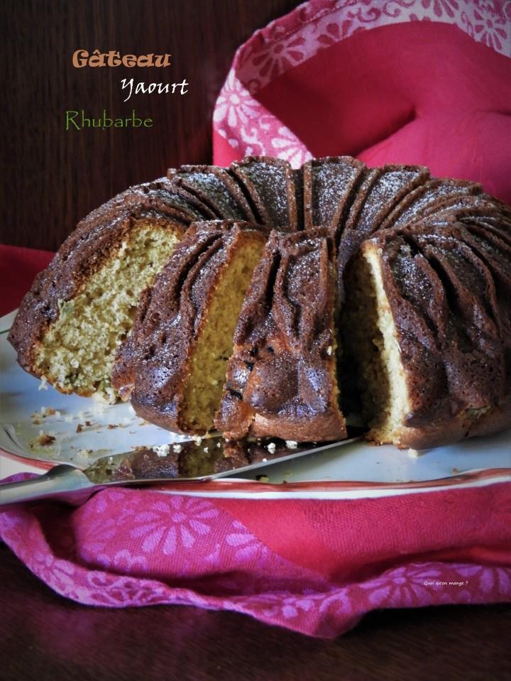 Gâteau yaourt à la rhubarbe