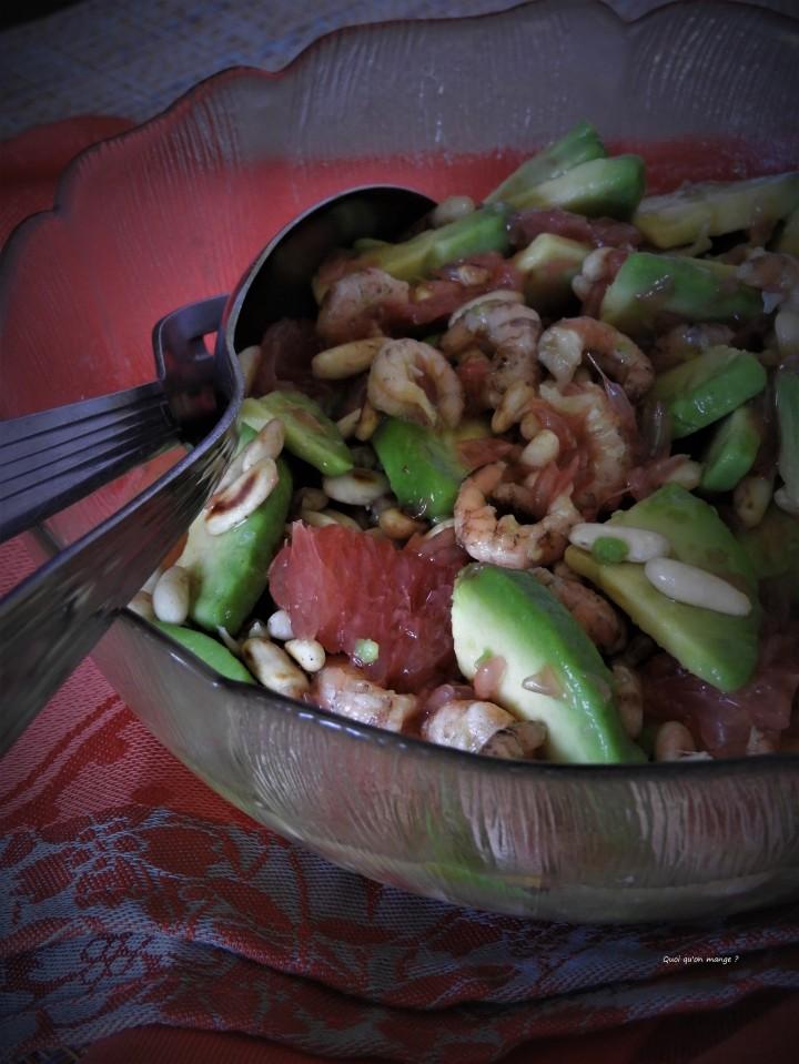 Salade d'avocat, pamplemousse rose et crevettes roses