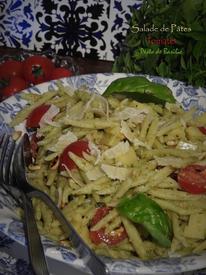 Salade de pâtes aux pesto de basilic, tomates et emmental