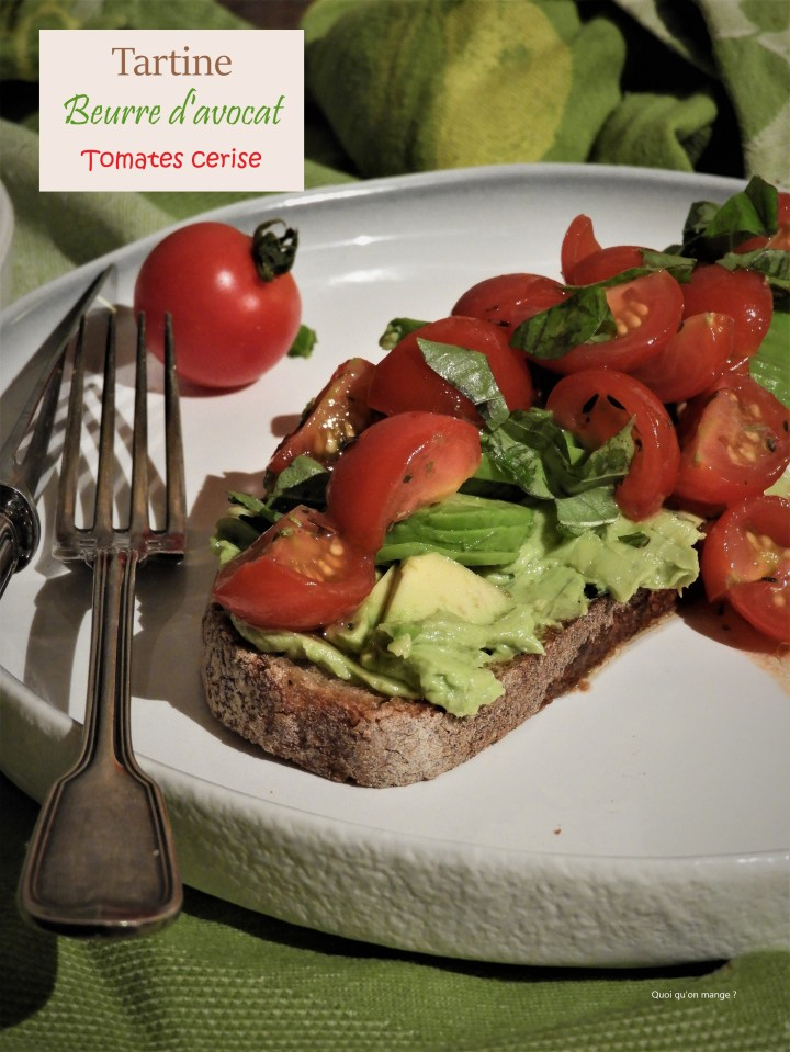 Tartine au beurre d'avocat et tomates cerise