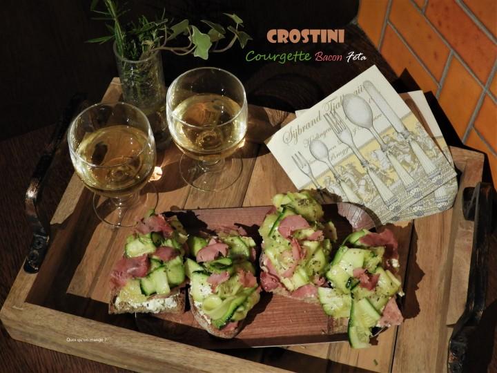 Crostini courgette et bacon sur lit defeta