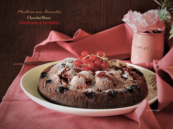 Moelleux aux amandes, chocolat blanc, framboises etgroseilles