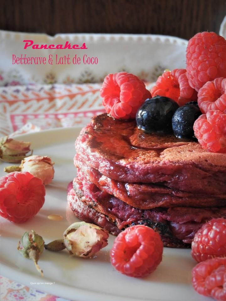 Pancakes roses à la betterave et au lait de coco